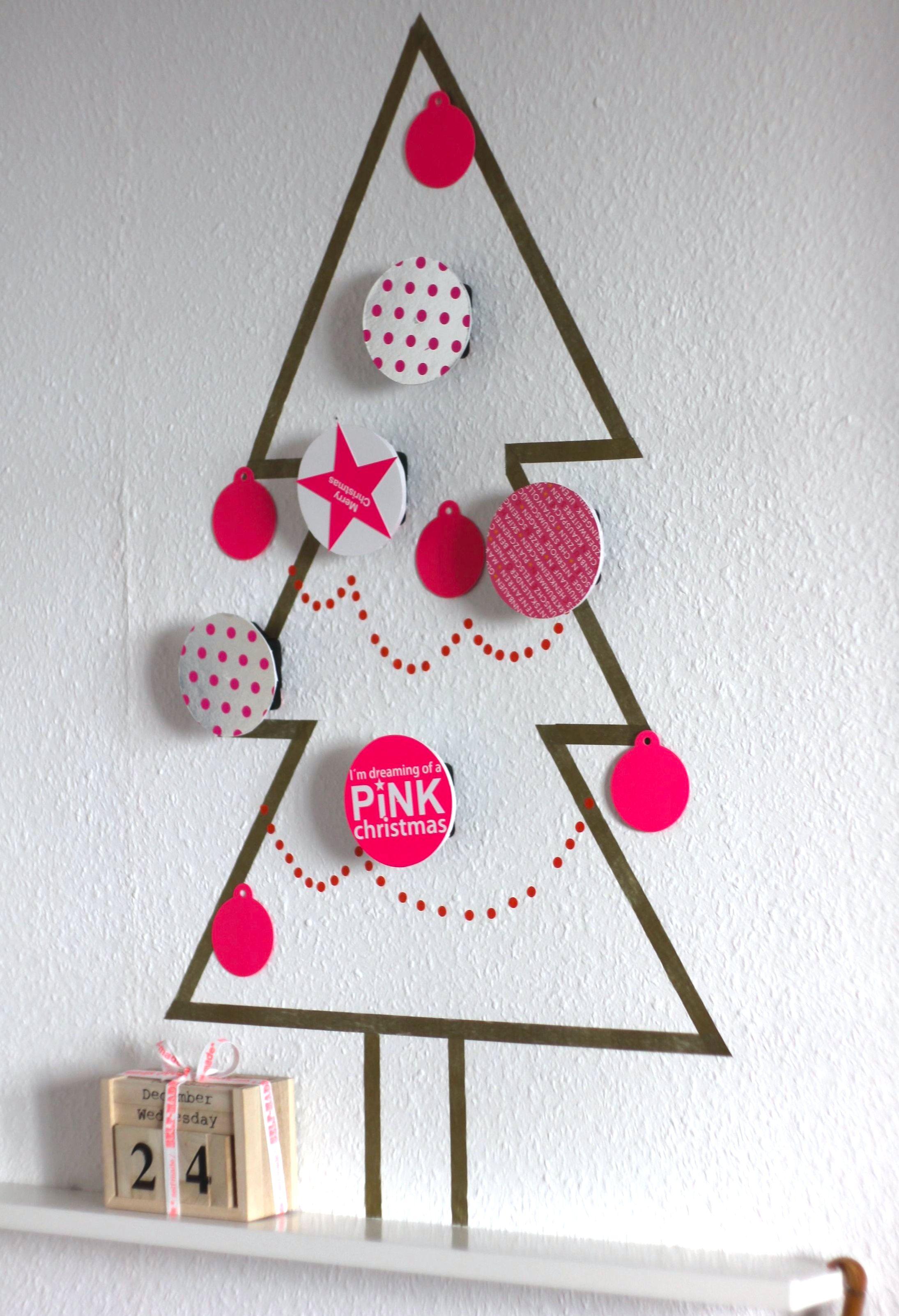 drehender weihnachtsbaum weit