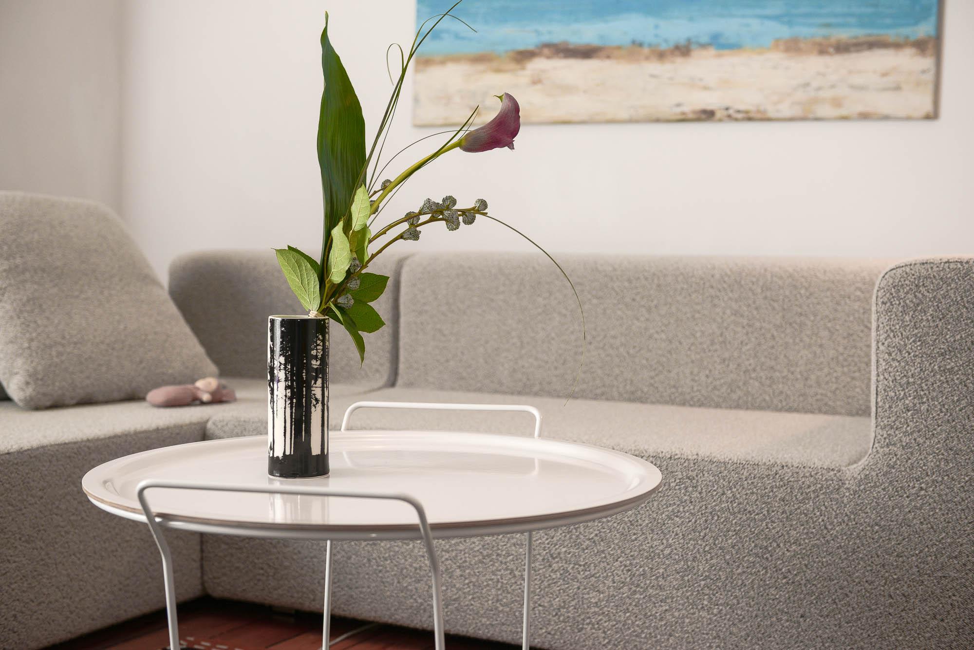sofa bild vase